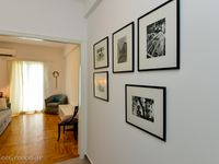 Located in a nice neighborhood, apartment is cute and clean and within walking distance of Acropolis