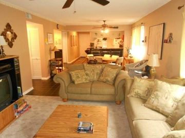Large 2BR 2BA Top End Unit, Walk to Beach,  Indoor/Outdoor pool, Great Reviews