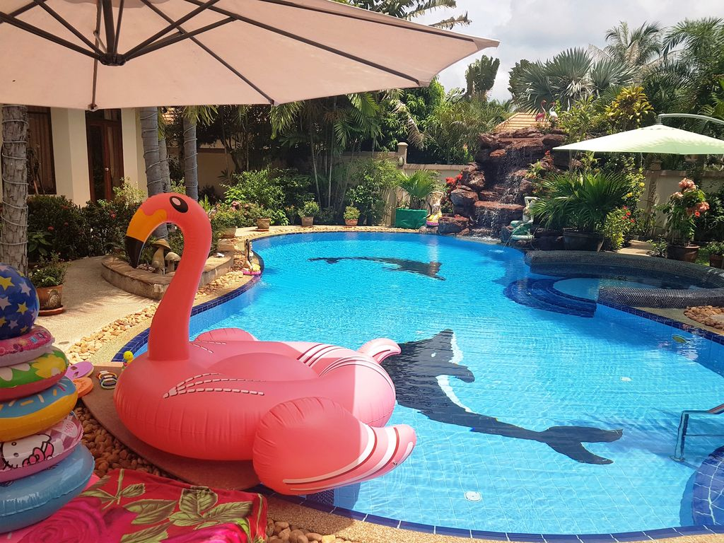 Luxury holiday villa pattaya thailand private swimming for Private swimming pool