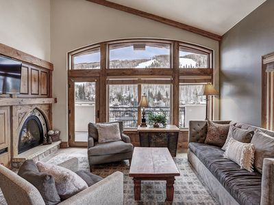 Photo for Cozy 3 Bedroom Condo, steps away from the slopes