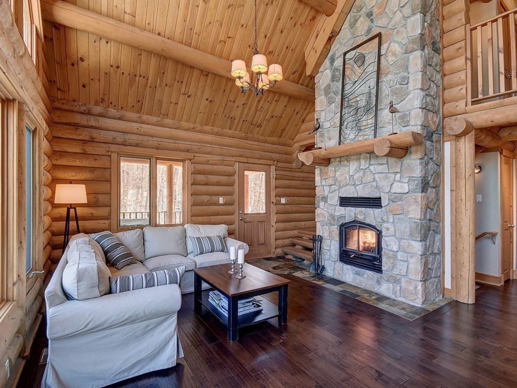 Log cabin 25 minutes from mont tremblant hot tub for Log cabin with hot tub one night stay