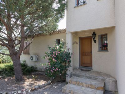 Photo for Spacious villa with swimming pool and Jacuzzi in beautiful Félines Minervois