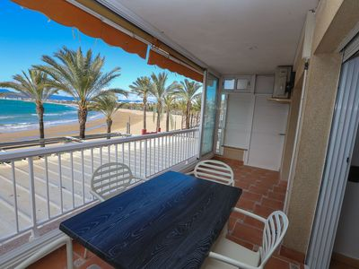 Photo for 1 bedroom apartment with capacity for 2/4 people in front of the beach and vi