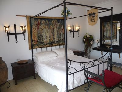 Four poster bed in master bedroom with en-suite.