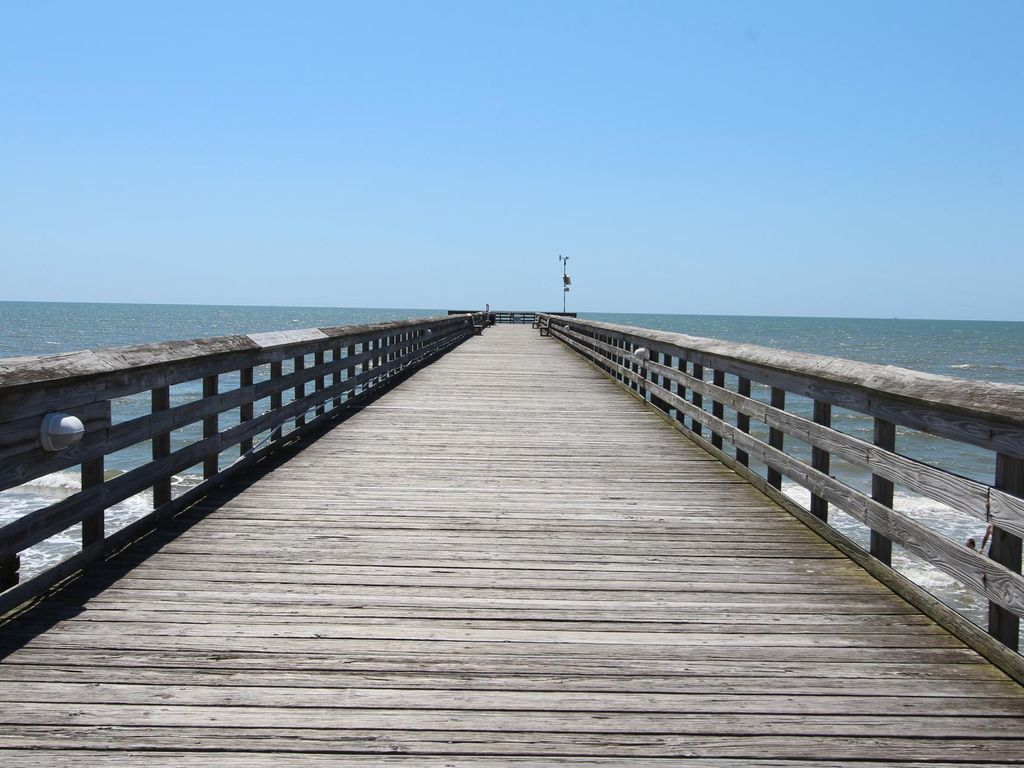 Oceanfront condo with community pool and fishing pier for Isle of palms fishing pier