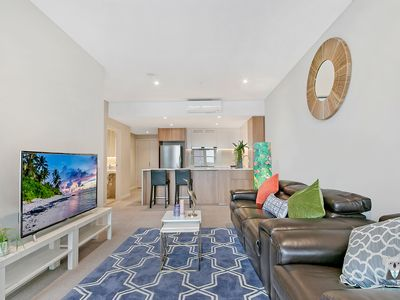 Photo for NWW005-8  3 BedLuxury Apt+Park|Mins to Olympic Park