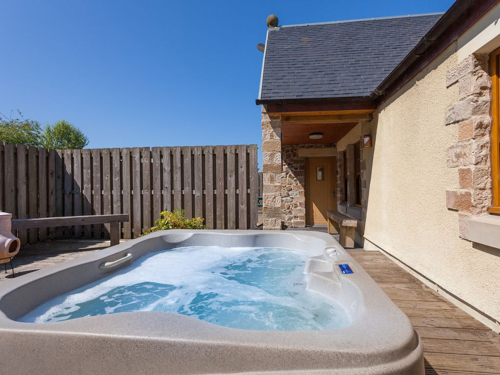 Holiday cottage with hot tub scotland
