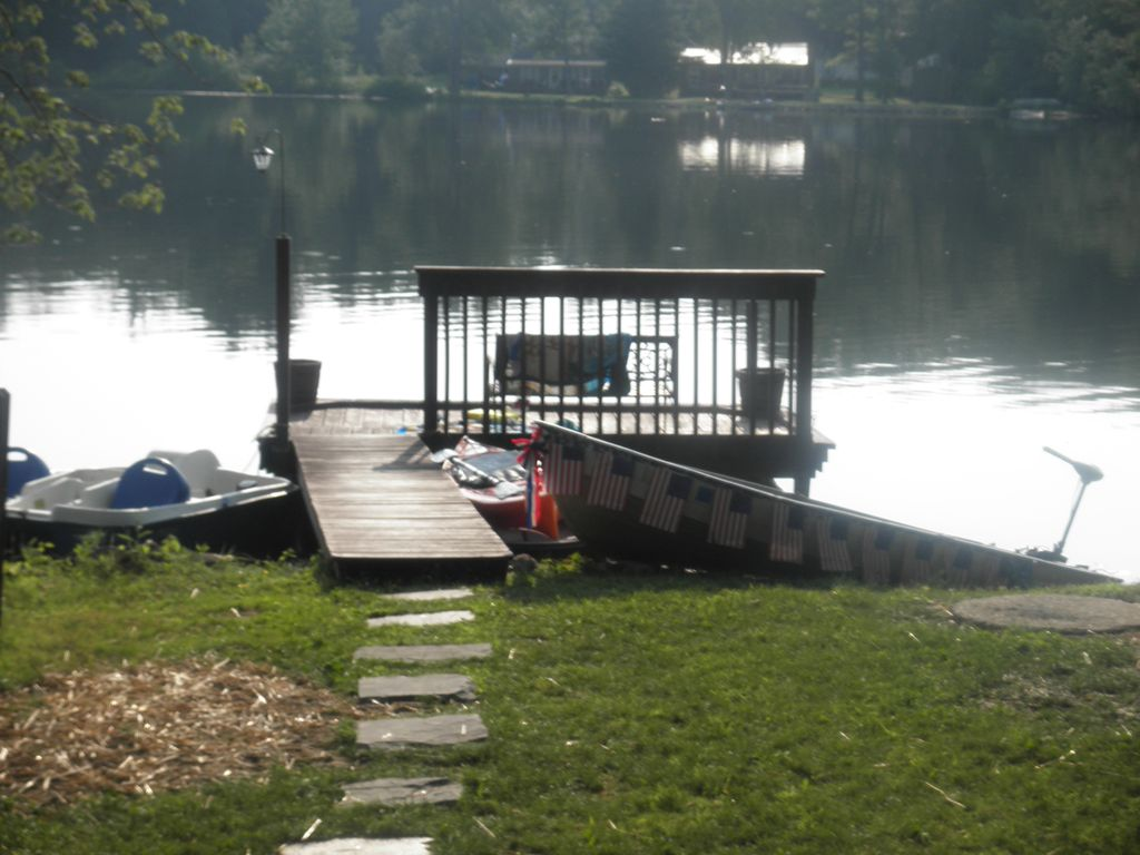 Lakefront Cottage on Quiet Lake, private dock, private beach area, boat use