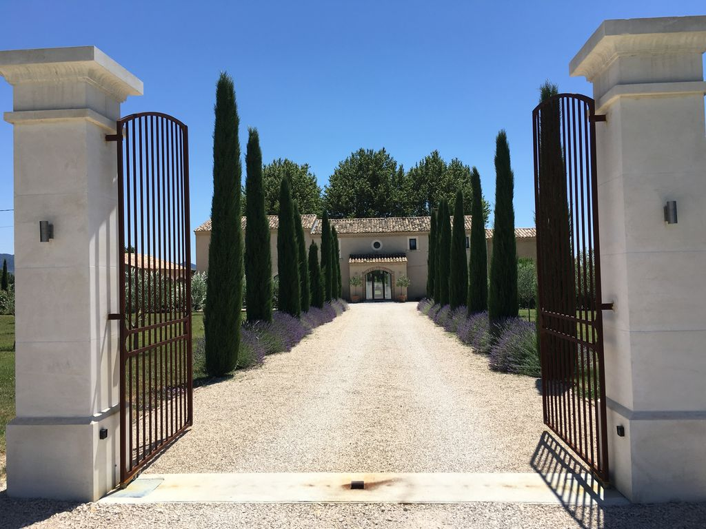 Literie Vaison La Romaine luxurious farmhouse on the wine route in provence (2 and 4