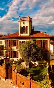 Photo for Villa in Piedmont with tower and beautiful views of the Montferrat and the Alps