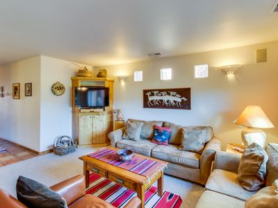 Photo for Dog-friendly condo on the golf course w/ private hot tub & seasonal shared pool