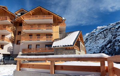 Enjoy easy access to the slopes and close proximity to all Vaujany has to offer.