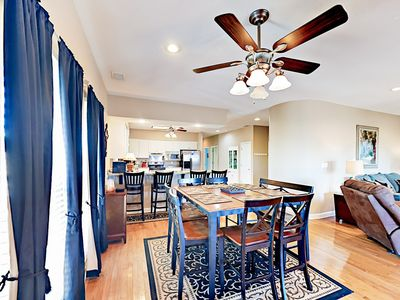 """""""Anchor Up"""" 1 Block to Beach! Nicely Remodeled 3BR w/ 2 Decks & Lagoon View"""