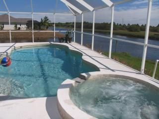 Photo for 4 bed, 4 bath, electric pool & spa heat,on river