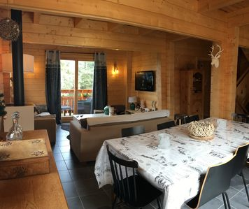 Photo for Typical mountain chalet at the foot of the slopes 10 people