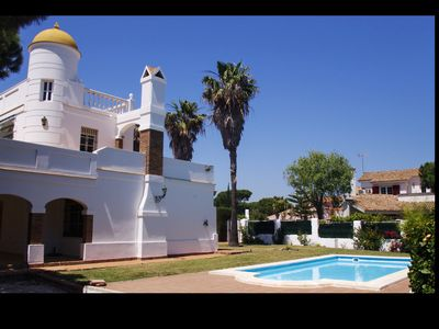 Photo for Spacious Villa Australia in Roche for 14 + X persons with pool near the beach