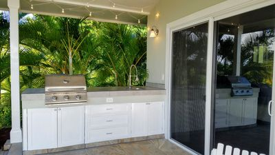Enjoy your poolside private BBQ / outside kitchen area