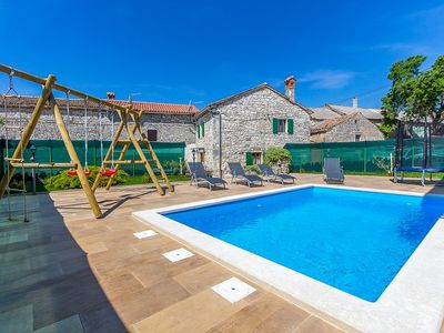 Photo for In the heart of Istria, twenty kilometers from Pula, is this beautiful stone villa with 2 bedrooms, bathroom, air conditioning and Wi-Fi