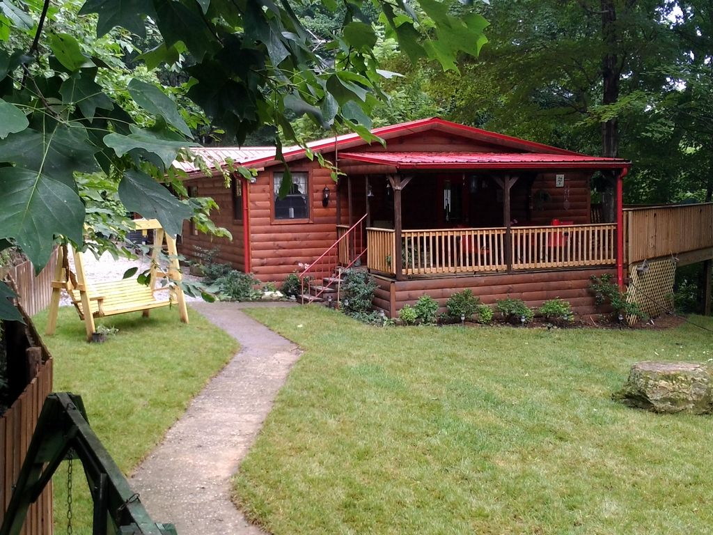 Secluded cabin 3bed 3bath max 6 people 2 ki vrbo for Secluded cabin rentals near nashville tn