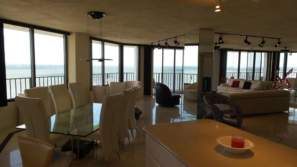 Penthouse on the 18th floor with 270 degree view of the for 18th floor on 100 floors
