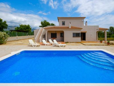 Photo for Wonderful private villa for 8 guests with private pool, TV, pets allowed and parking