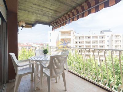 Photo for Spacious apartment 6pax at 20 mts. From the beach of Salou.