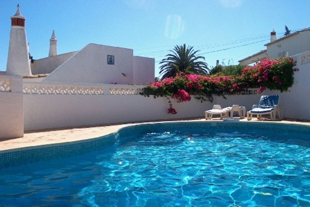 PRAIA DA LUZ près LAGOS -VILLA SPACIEUSE - TERRAIN CLOS - PISCINE PRIVATIVE