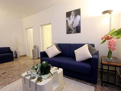 Photo for Apartment in the heart of Venice (2 minutes from Rialto Bridge)