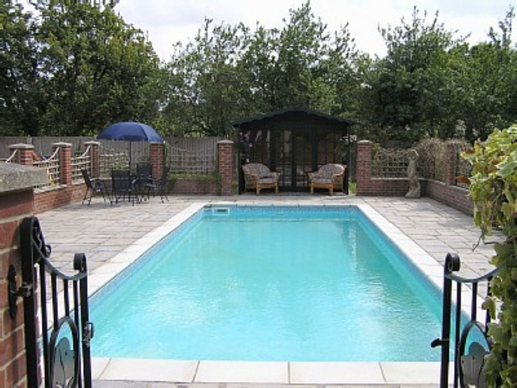Heated Pool And Summerhouse Open May End Sept