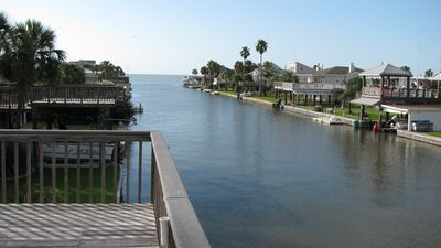 Photo for Drop your fishing line right in the bay! Easy access to beach!