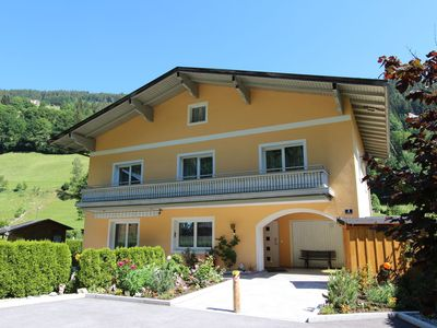 Photo for Luxurious, detached chalet with sauna and its own bar in sunny Zell am See!