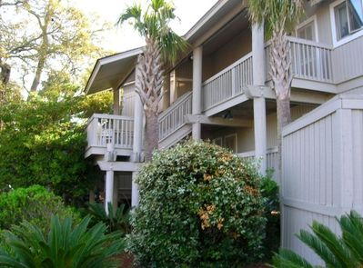 Spacious treehouse Villa centrally located near beach, bikes, golf, deli, market