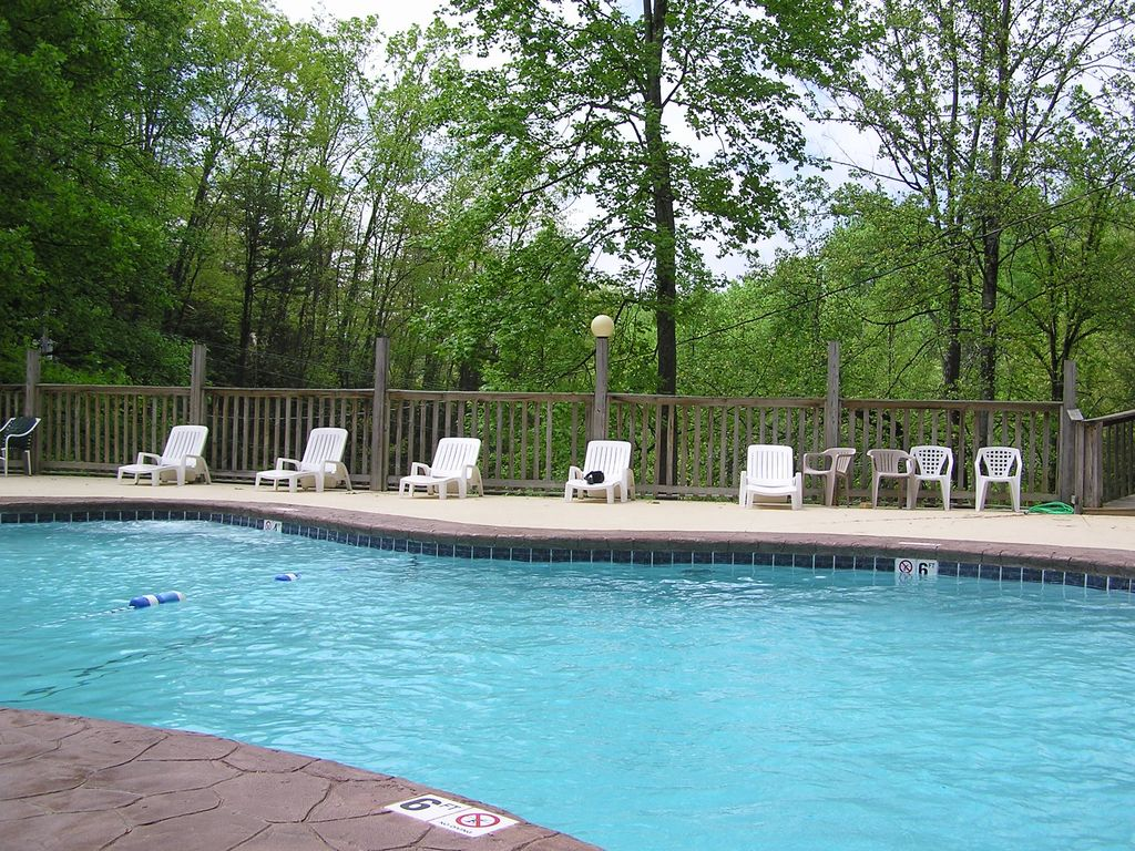 bow private in smoky forge cabin south tn plans house gatlinburg rental bedroom cabins at oklahoma mountain rentals broken pigeon outdoor the pools curtain indoor africa swimming lodge sevierville with pool whippoorwill