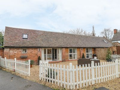 Photo for MEGS COTTAGE, family friendly in Tiddington, Ref 990901