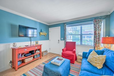 Stay at this colorful Naples condo on your next beach getaway!