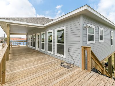 Photo for Coastal Contemporary - New 3/2 Only steps away from the water!