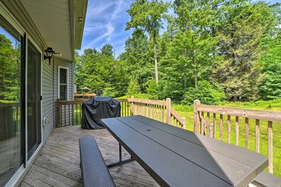 Enjoy barbecuing on the deck!