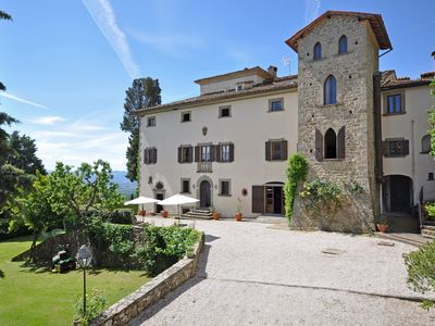 Photo for Nice apartment for 2 guests with pool, WIFI, TV, panoramic view and parking, close to Arezzo