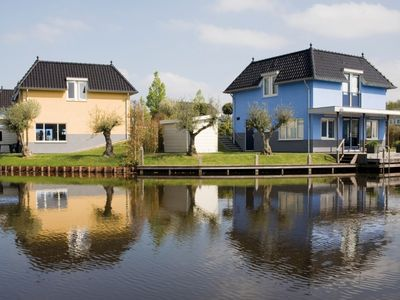 Photo for 4-6-person bungalow in the holiday park Landal De Bloemert - on the water/recreation lake