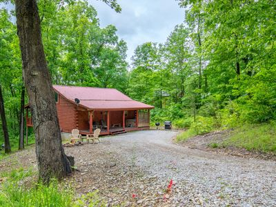 Photo for Cozy 2 bedroom, 2.5 bath pet friendly cabin close to Old Man's Cave