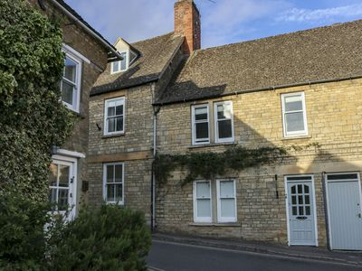 Photo for Beautiful Cotswolds cottage - perfect for groups or families, no car needed...