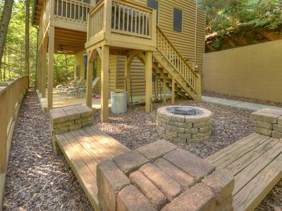 Creekside Ridge Cabin is a 2bed 2bath newly remodeled with outdoor fire pit Wifi