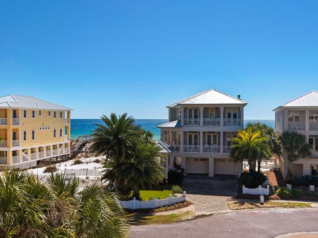 Spacious Home by the Gulf! PERFECT for your 2018 SUMMER getaway - BOOK NOW!
