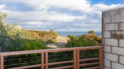 Photo for One Mile Ridge, 12a/26 One Mile Close - stunning views, air con, infinity pool