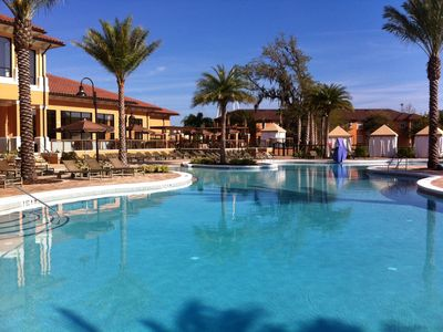 Photo for 3 mile to Disney, 1 min Walk to Pool/Water Slides, Free WIFI, no Resort fee