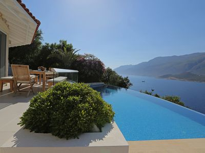 Photo for Stunning Waterfront Villa,  Private Infinity Pool and Direct Access To The Sea