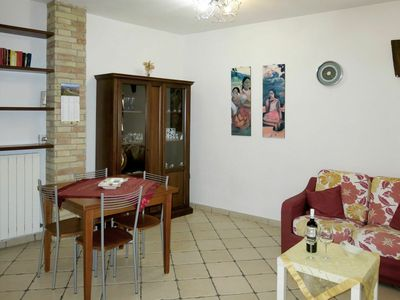 Photo for Cosy apartment for 4 people with WIFI, A/C, TV, balcony, pets allowed and parking