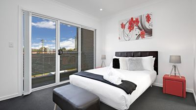 Photo for Canley Heights Villa 45 - Modern & Stylish Sleep 8, Great for Groups