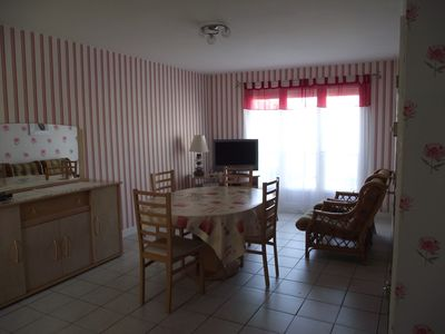 Photo for Bright charming studio cabin, quiet, ideally located between town and beach