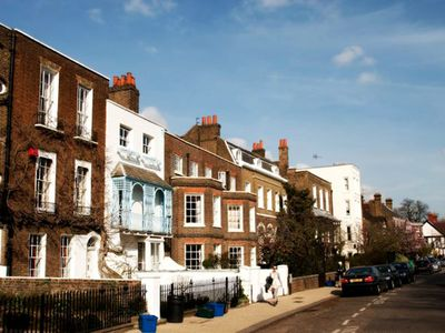 Photo for Stylish apartment in Chiswick Village. 3 BR. Sleeps 5.
